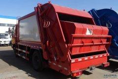 <b> 压缩垃圾车可选装后挂桶翻转机构或垃圾斗翻转</b>